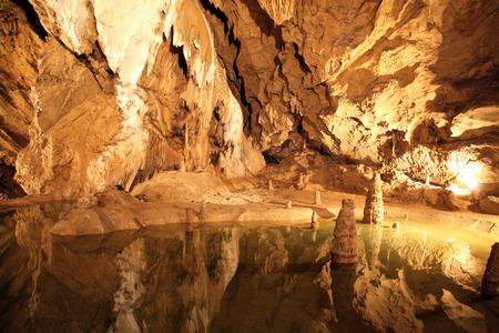ベリャンスカ洞窟の美しいインテリア
