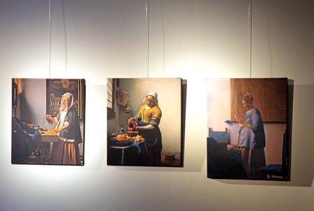 dweling: DELFT, NETHERLANDS - APRIL 2: Pictures of Johannes Vermeer in Vermeer centre in Delft on April 2, 2014 in Delft