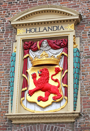 dweling: THE HAGUE, NETHERLANDS - APRIL 2: Symbol HOLLANDIA on the building in the city The Hague on April 2, 2014 in The Hague Editorial