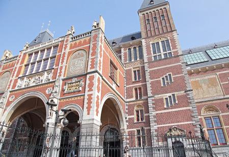 dweling: AMSTERDAM, NETHERLANDS - APRIL 3: Rijksmuseum in city Amsterdam on April 3, 2014 in Amsterdam