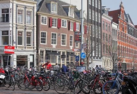 dweling: AMSTERDAM, NETHERLANDS - APRIL 3: Typical architecture in city Amsterdam on April 3, 2014 in Amsterdam