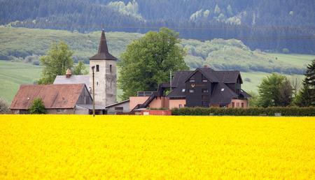 ruzomberok: RUZOMBEROK, Eslovaquia - 09 de mayo: Iglesia vieja en la aldea de Ludrova el 9 de mayo de 2014 en Ruzomberok