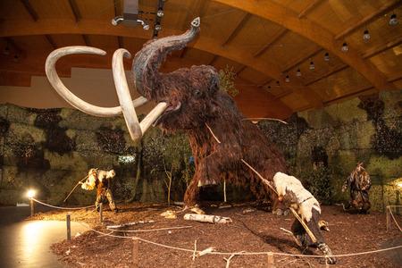 Liptovsky Mikulas, Slowakije - 28 augustus: Realistisch model van de prehistorische dier op de tentoonstelling Gigants op 28 augustus 2014 in Liptovsky Mikulas Redactioneel