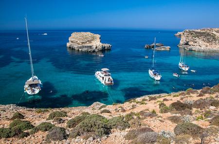 blue lagoon: Blue lagoon at Comino island - Malta