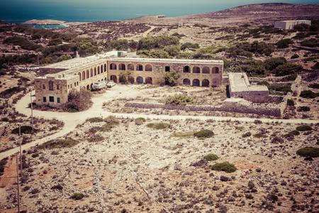 Verwoeste hotel op Comino eiland Malta