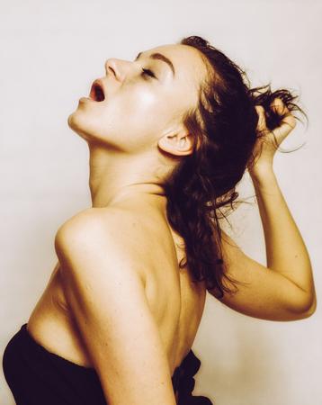Mooi gezicht meisje met open mond - vrouw orgasme