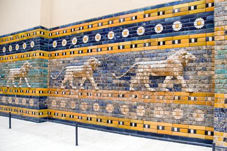 Lyon op optochtstraat van de stad van Babylon in Pergamon musem, Berlijn - Duitsland