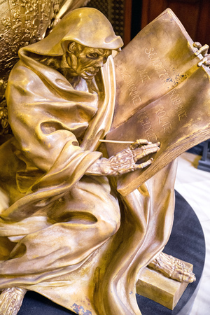 dom: BERLIN, GERMANY - APRIL 8: Detail of golden tomb of Frederick I in Berlin cathedral, King of Prussia on  April 8, 2017 in Berlin Éditoriale