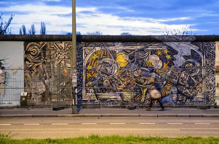 BERLIJN, DUITSLAND - APRIL 8: De zijgalerij van het oosten is een sectie van de muur van Berlijn op 8 April, 2017 in Berlijn