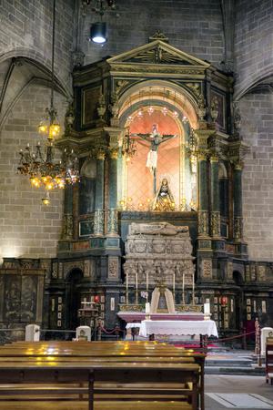 スペイン、バルセロナ大聖堂内の祭壇