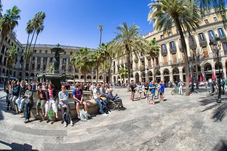 バルセロナ, スペイン - 4 月 20 日: 広場プラザ リアル ゴシック地区に 2017 年 4 月 20 日にバルセロナで