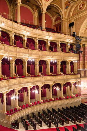 lustre: BUDAPEST, HUNGARY - MAY 7:  Golden interior of Hungarian state opera house on May 7, 2017 in Budapest