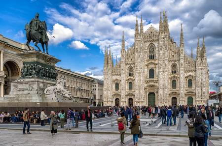 MILAN, ITALY - APRIL 13: Cathedral Duomo di Milan and Statue Vittorio Emanuele II in centre of city on April 13,2 018 in Milan 에디토리얼