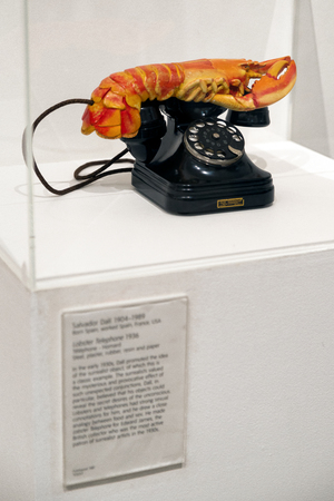 LONDON, UNITED KINGDOM - MAY 12: Lobster telephone by Salvador Dali at Tate modern on May 12, 2018 in London Archivio Fotografico - 111248158