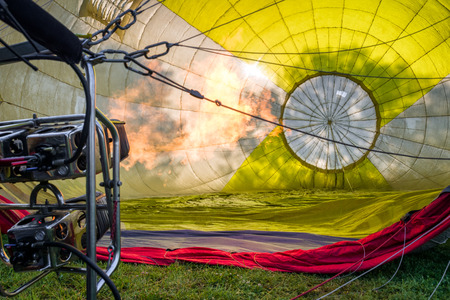 Hot air balloon and preparation for start Banque d'images