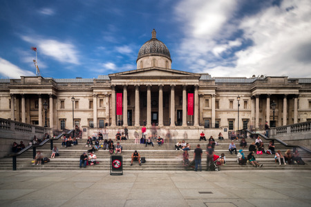 LONDON, UNITED KINGDOM - MAY 14: The national gallery at Trafalgar square on May 14, 2018 in London 에디토리얼