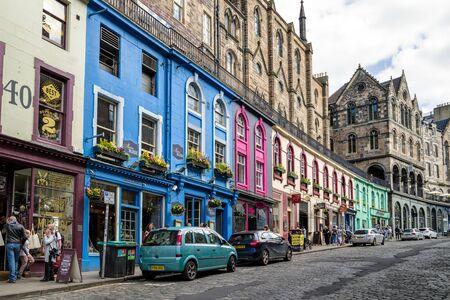 EDIMBURGO, SCOZIA - 19 MAGGIO: Victoria street nel centro della città il 18 maggio 2019 a Edimburgo