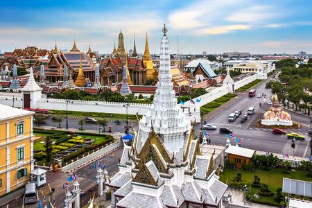 Grand Palace, Wat Phra Kaew Lak Muang, Bangkok, góry Tajlandii - Wat Phra Kaew lub Świątynia Szmaragdowego Buddy znajduje się w zabytkowym centrum miasta, w ramach obrębu Grand Palace