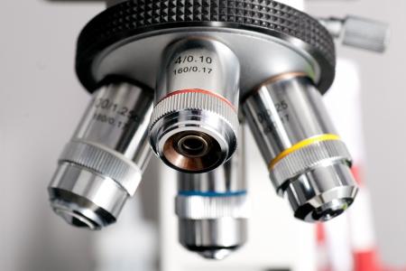microbiologia: Microscopio de cerca con profundidad de campo Foto de archivo