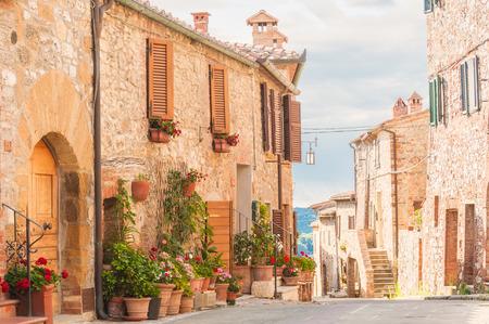 De middeleeuwse oude stad in Toscane, Italië