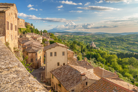 Landschap van de Toscane gezien vanaf de muren van Montepulciano, Italië Stockfoto - 30386365