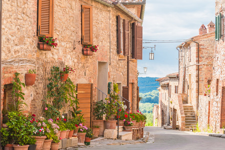 The medieval old town in Tuscany, Italy Standard-Bild