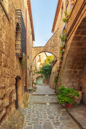 Klein steegje in het Toscaanse dorp