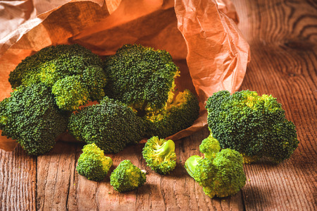 Green delicious broccoli on a wooden rustic table Фото со стока - 33689167
