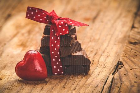 리본 메뉴와 세인트 발렌타인에 마음을 가진 초콜릿 스톡 콘텐츠