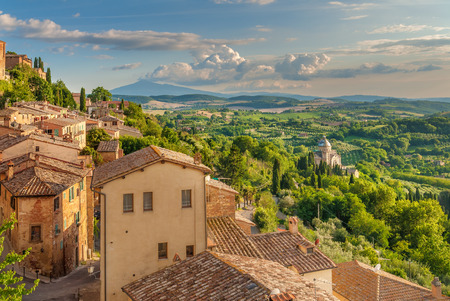 Landschap van de Toscane gezien vanaf de muren van Montepulciano, Italië Stockfoto - 38410531
