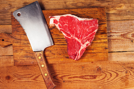 Beautiful and juicy steak on wooden board with cleaver Фото со стока - 45025210