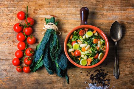 Ribollita, Tuscan 수프 클래식, 구식 식사 농부. 스톡 콘텐츠