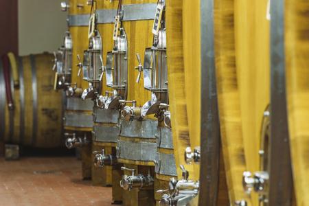 barel: Wooden barrels for Italian, Portuguese, French wine.