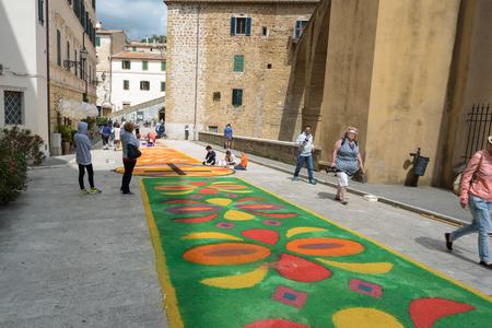 "Pitigliano, Toscane, Italië - 29 mei: Godsdienstige optocht ""Corpus Domini"" Elk jaar, 29 mei 2016 in Pitigliano, Toscane, Italië"