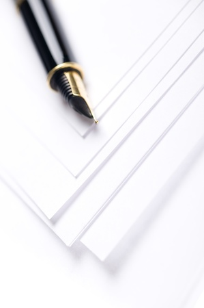 白い紙にペン