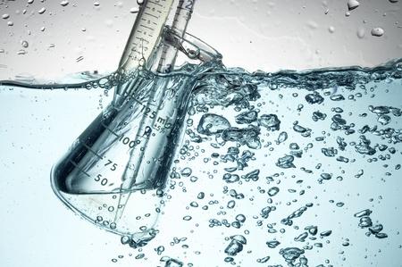 Química tubo de ensayo. Experimento médico con el Laboratorio de vidrio Foto de archivo - 11130446