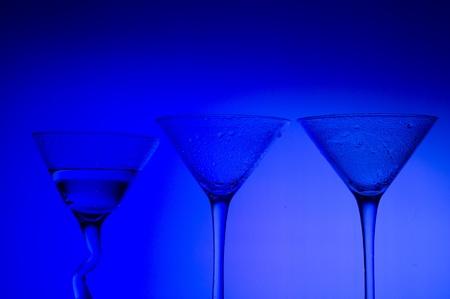 Blauwe achtergrond met glas
