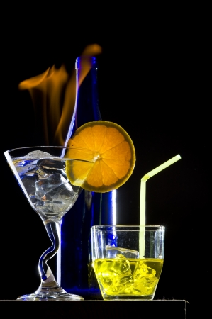 Cocktail with flame on the black background Banque d'images