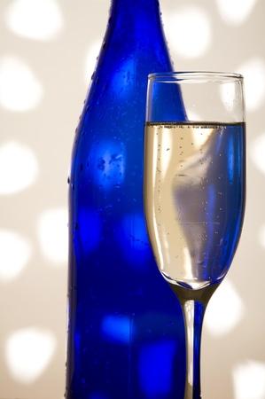 Glas met shampagne op de creatieve achtergrond Stockfoto - 11364434