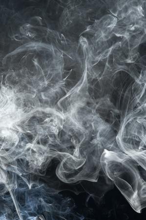 Zwarte achtergrond met grijze rook