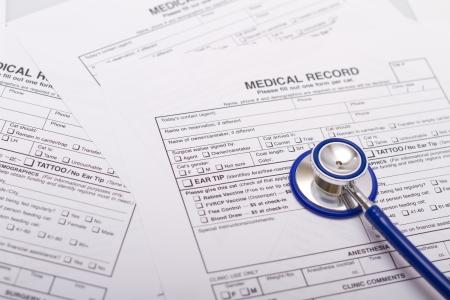 Un formulaire de prescription et d'un stéthoscope sur le bureau d'un médecin Banque d'images - 11492180