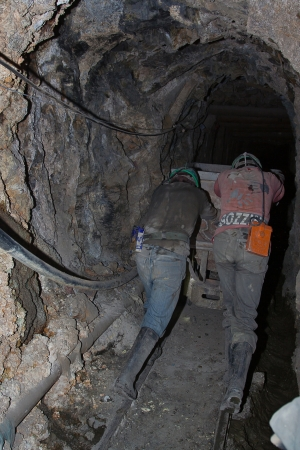 coal mine: Hard miners work at schaft