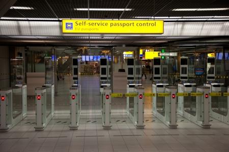 空港セルフ サービス pasport コントロール