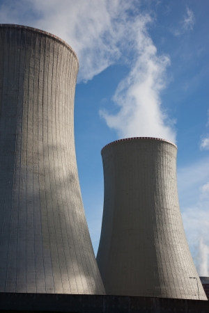 Steaming power plant cooling towers