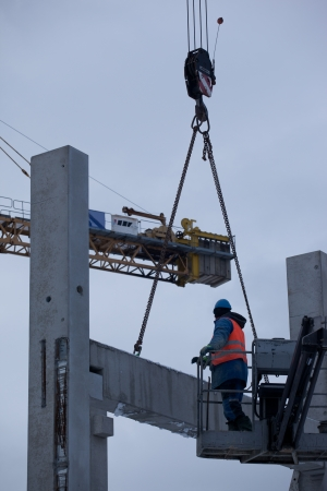 working stiff: Assembly af concrete precast structure Stock Photo