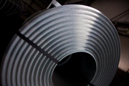 the coil: Detalle de la bobina de chapa de acero Foto de archivo