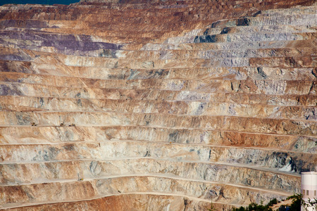 mineria: Detalle de los niveles de mineros en la mina a cielo abierto