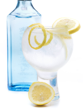 a gin and tonic, one of the most famous cocktales based gin Banque d'images