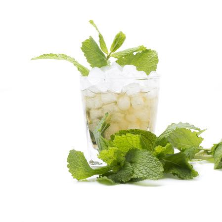 verre de jus d orange: appel� un cocktail menthe julep, fait avec le bourbon et menthe Banque d'images