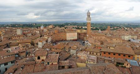 priori: Veduta aerea di Siena in Toscana, Italia Archivio Fotografico